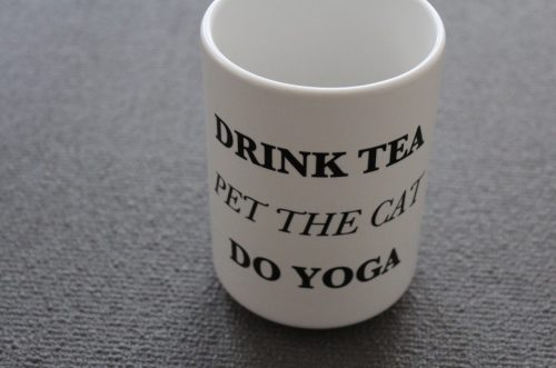 Jumbotasse Drink Tea. Pet the Cat. Do Yoga.